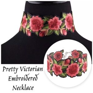 Jewelry - Pretty Embroidered Floral Rose Choker Necklace 🔥